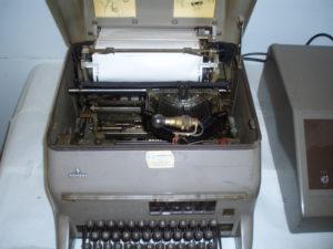 Siemens telex bladschrijver met open kap